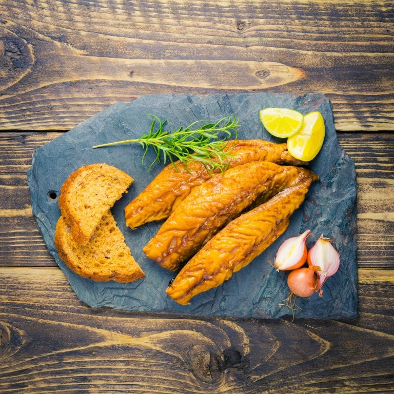 smoked mackerel fillets with brown bread and lemon wedges